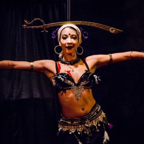 spectacle-cabaret-burlesque-humour-paris-les-demoiselles-du-k-barre-dkb-pascal-brizard-la-guinguette-des-demoiselles-cabaret-new-burlesque-spectacle-effeuillage-humour-troupe-comique-danse-comedie-musicale-soiree-filles-retro-pinup-paris
