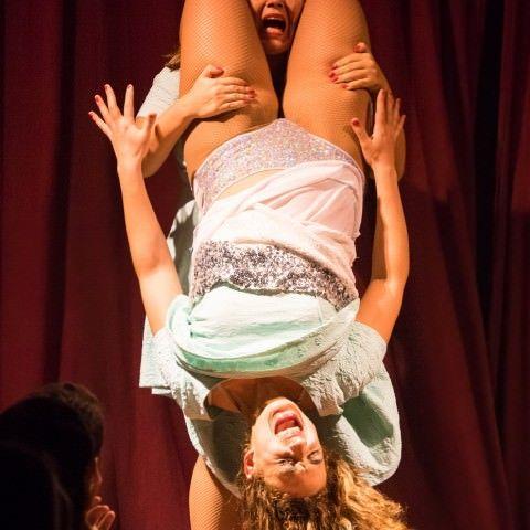 cabaret-new-burlesque-spectacle-effeuillage-humour-troupe-comique-danse-comedie-musicale-soiree-filles-retro-pinup-paris